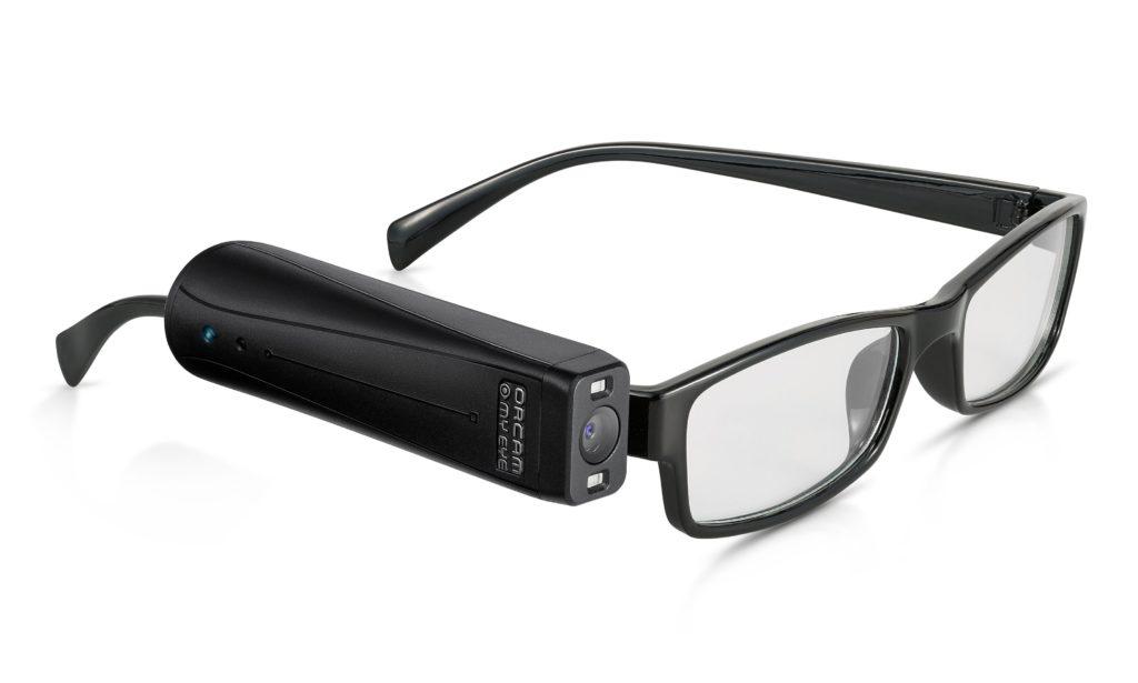 Billede af OrCam MyEye 2.0 monteret på et brillestel.